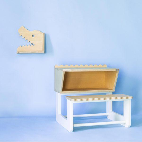 table enfant crocodile en bois clair